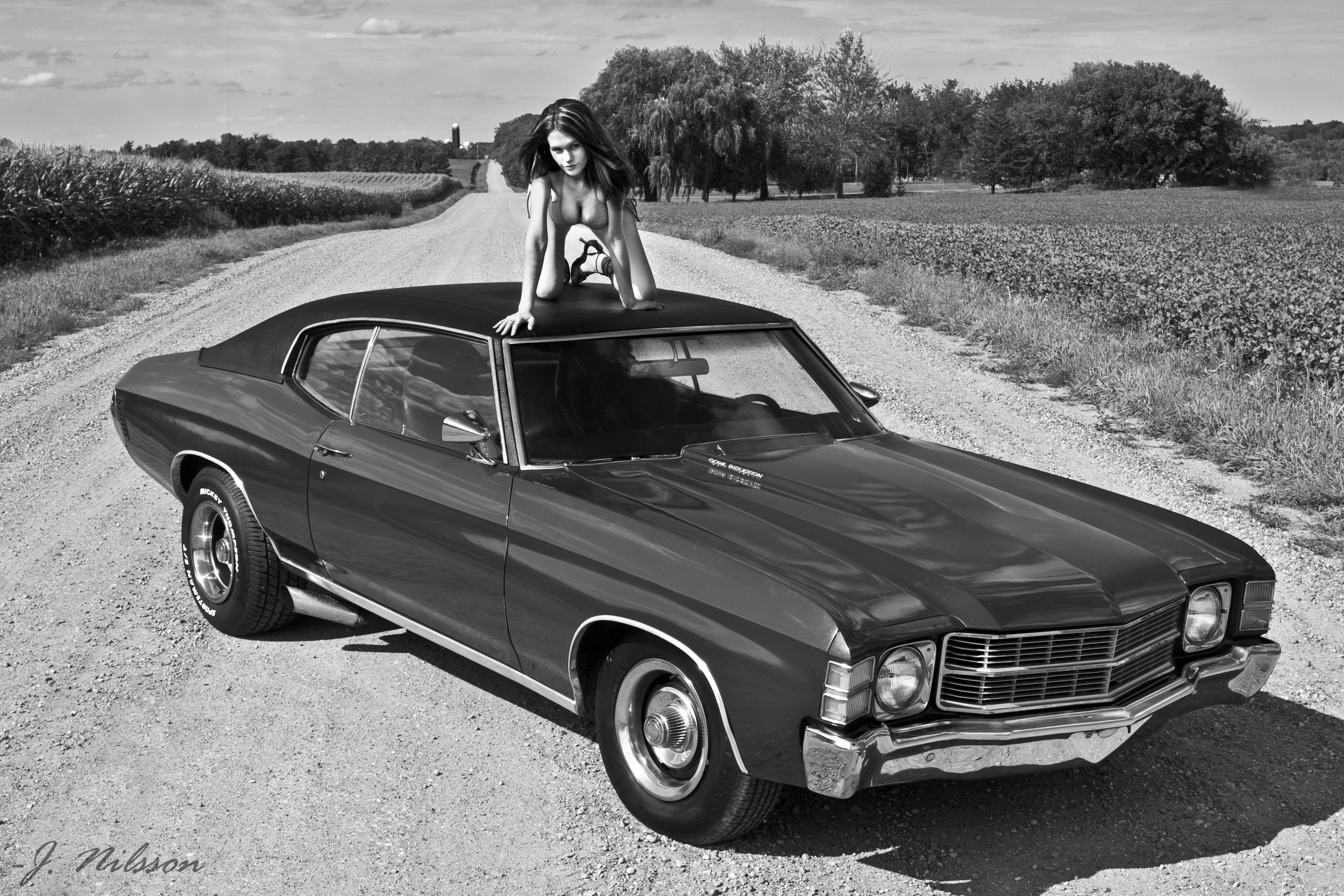 girl-on-muscle-car